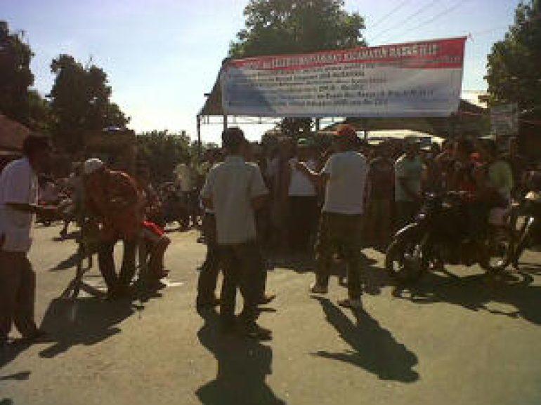 Demo Lagi,Jalan Lintas Sumatera Lumpuh