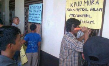 KPU Musirawas Disegel Massa