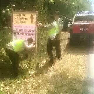 Perlancar Arus Mudik,  Polres Musirawas Pasang Rambu