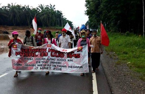Aksi Jalan Kaki Petani Jambi Sudah Masuk Sungai Lilin