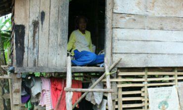 Nenek Hayuda Rela Tinggal Di Kandang Kambing