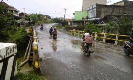 Akibat Banyak Air Yang Tergenang, Jembatan Terancam Ambruk